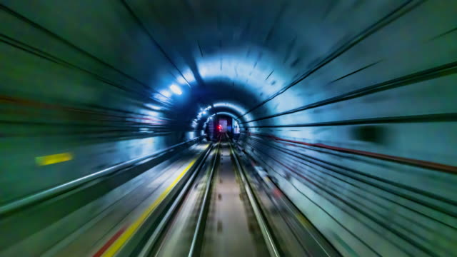 4k.time lapse subway tunnel fast speed - tor kolejowy filmów i materiałów b-roll