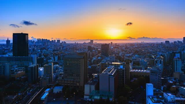 4 K、時間の経過は東京市日本で夕日を表示します。 ビデオ