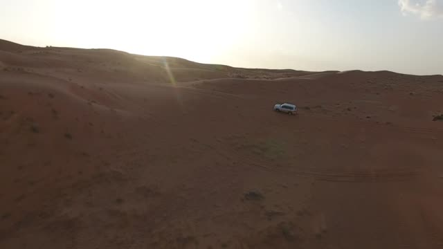 4x4 driving on dunes in Wahiba Sands
