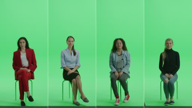 5-in-1 녹색 화면 콜라주 : 다양한 배경, 민족, 크로마 키 의자에 앉아 다른 시대의 아름다운 여성의 다섯 초상화. 전면 보기 분할 화면입니다. 여러 클립 최고의 가치 팩 - 앉음 스톡 비디오 및 b-롤 화면
