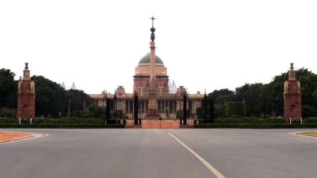 4k 60p shot of an entrance gate to the president's house  in new delhi - nowe delhi filmów i materiałów b-roll