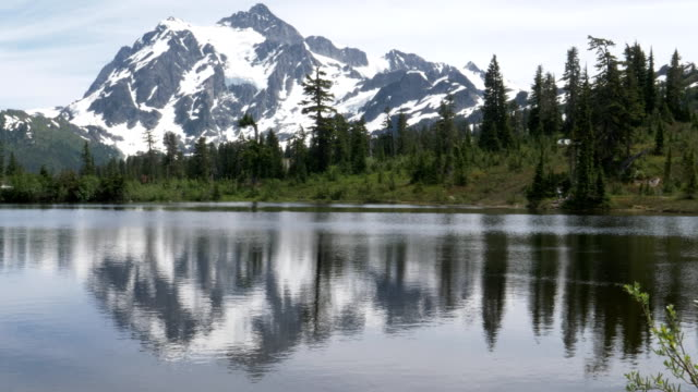 4K 60p shot of mt shuksan and picture lake in washington state