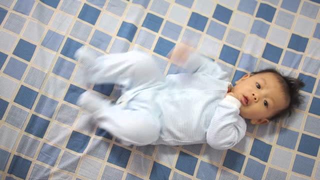 vidéos et rushes de bébé de 6 mois - 0 11 mois