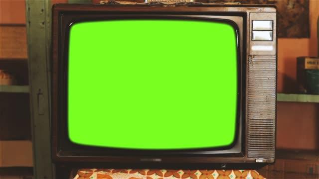 vídeos y material grabado en eventos de stock de de los años 80 televisión con pantalla verde. tonos oscuros. - tubo