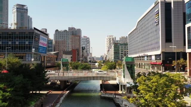 una nuova città colpita da droni - corea video stock e b–roll