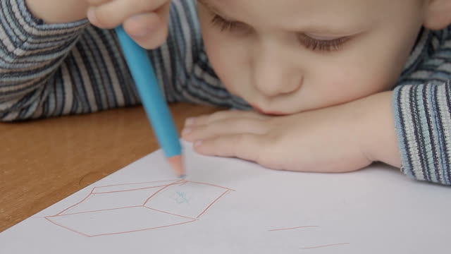 a little boy draws the square video