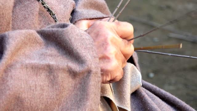 a man is weaving a wicker or gorse basket - halmslöjd bildbanksvideor och videomaterial från bakom kulisserna