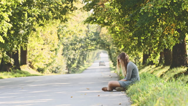 DS Abandoned girl sitting on the roadside video