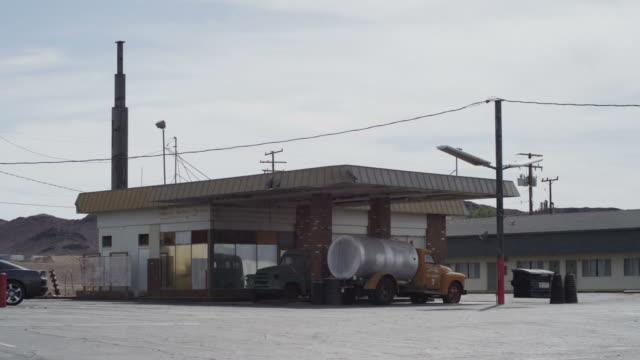 stockvideo's en b-roll-footage met abandoned shop - verlaten slechte staat