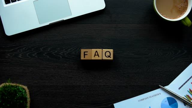 vídeos y material grabado en eventos de stock de abreviatura de faq hecho de cubos, preguntas frecuentes, foro en línea - faq