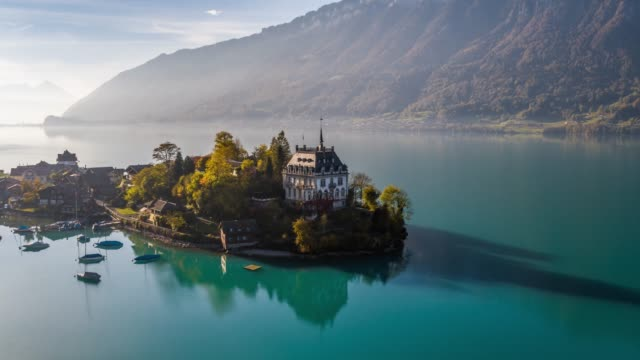 vídeos de stock e filmes b-roll de above lake brienz turquoise iseltwald switzerland aerial 4k - suíça