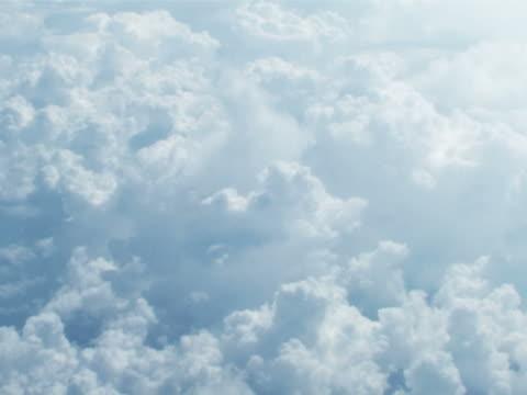 über den wolken  - zirrus stock-videos und b-roll-filmmaterial
