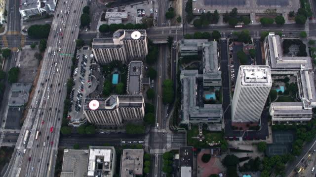vidéos et rushes de aériennes au-dessus du westin bonaventure hotel et suites à downtown la - gris