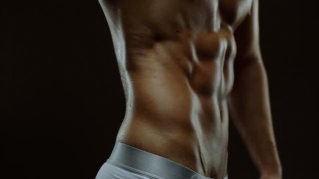 abs muskeln of man - muskulös stock-videos und b-roll-filmmaterial