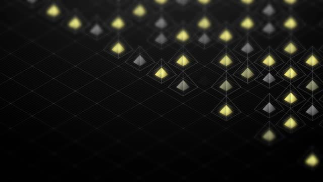 stockvideo's en b-roll-footage met abstracte 3d isometrische virtuele draadframe vierkante piramide en gele kern met vierkante mazen patroon illustratie, blockchain technologie conceptontwerp op zwarte achtergrond, naadloze looping animatie 4k - isometric