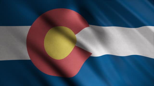 風に手を振るコロラド州旗の抽象的なアニメーション。アニメーション。美しいカラフルな状態のシンボル ビデオ