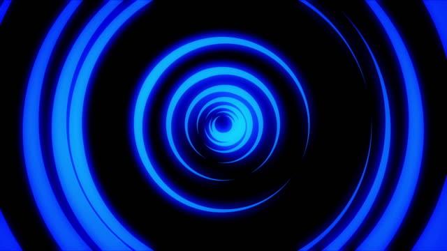 黒い背景にカラフルな動くリングによって形成された光ネオントンネルの抽象的なアニメーション。アニメーション。異なる速度で回転するネオン円のカラフルな抽象化 ビデオ