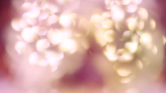 abstrakte farbige licht hintergrundunschärfe - endlos wiederholbar - prisma stock-videos und b-roll-filmmaterial