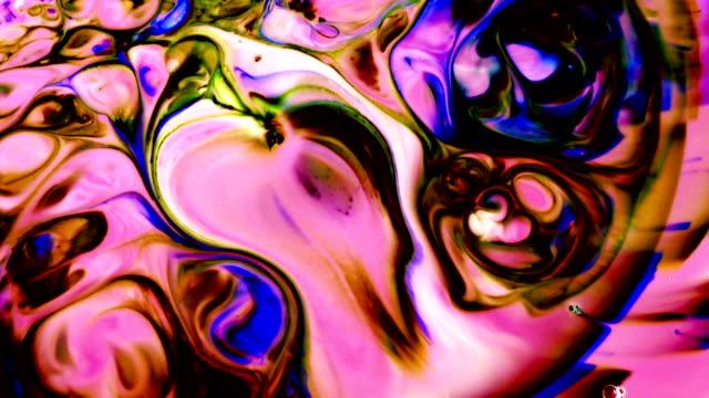 vidéos et rushes de abstrait coloré encre exploser turbulence - psychédélique