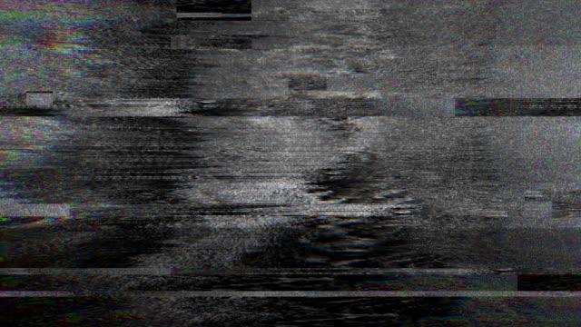 abstrakte digitale animation pixel rauschen glitch fehler video schaden - verlegenheit stock-videos und b-roll-filmmaterial