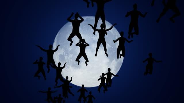 abstrakt fantasy konceptuell scen, simning människor på himlen, eterisk andlig levitation till månen i natten lager video - människorygg bildbanksvideor och videomaterial från bakom kulisserna