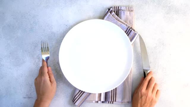 abstrakt mat bakgrund - empty plate bildbanksvideor och videomaterial från bakom kulisserna