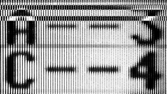 abstrakte glitch grafik maske. - kontrastreich stock-videos und b-roll-filmmaterial