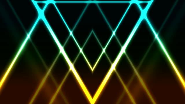 vídeos de stock e filmes b-roll de abstract glowing neon colorful triangles video animation - azul turquesa