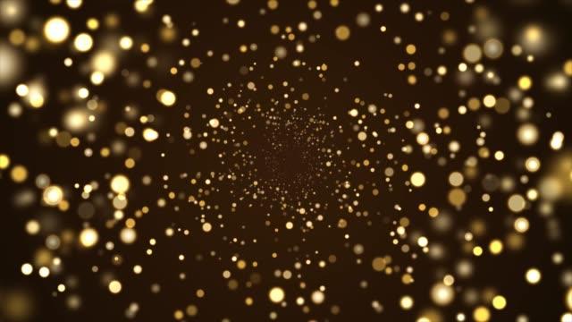 soyut altın parıltı ve siyah arka plan üzerinde parçacık - işıldama stok videoları ve detay görüntü çekimi