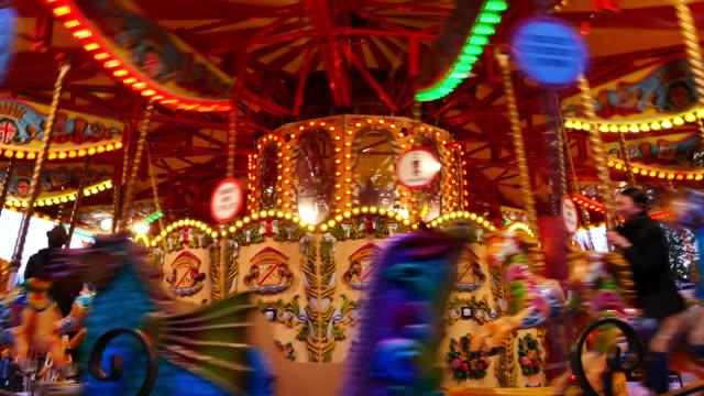 4k abstrakt ljus karusell, cirkus och nöjesfält med barn, london - fritidsanläggning bildbanksvideor och videomaterial från bakom kulisserna