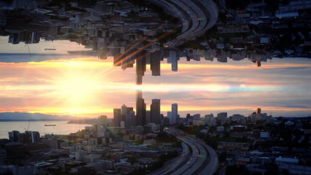 vidéos et rushes de résumé miroir antenne hyperlapse over waterfront city au coucher du soleil - abstract mirror
