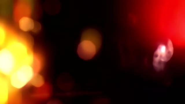 abstrakte multi farbe licht pulsiert und glüht lecks bokeh bewegung hintergrund mit unschärfe bokeh - rampenlicht stock-videos und b-roll-filmmaterial