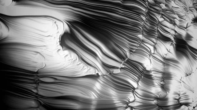 vídeos de stock e filmes b-roll de 4k abstract paint ripples. - cromo metal
