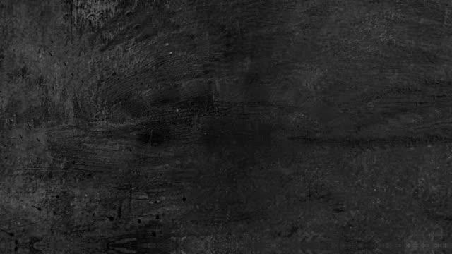 vídeos de stock, filmes e b-roll de fundo paralaxe fundo preto pedra textura de parede de concreto - sujo
