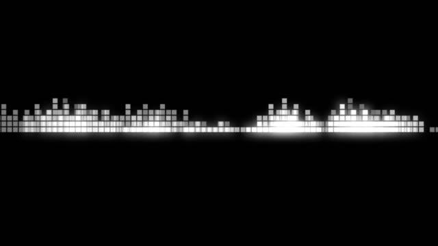 abstract silver sound waveform. audio equalizer. loop, 4k. - attrezzatura per la musica video stock e b–roll