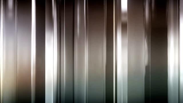 i pannelli di vetro sottile astratti ruotano e si muovono nello spazio. i pannelli brillano e si riflettono a vicenda. loop - vetro video stock e b–roll