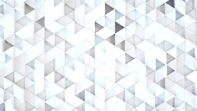 vídeos y material grabado en eventos de stock de resumen triángulo geométrico superficie lazo, cuadrícula de triángulos limpia mínimo brillante luz, aleatoria agitando movimiento fondo lienzo blanco arquitectónico puro pared. render 3d seamless loop 4k - cube