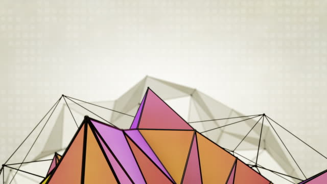abstrakt dreiecke hintergrund-loops 2 abweichungen lila orange (hd) - halbnahe einstellung stock-videos und b-roll-filmmaterial