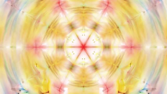 vídeos de stock, filmes e b-roll de fundo de caleidoscópio amarelo abstrato com formas - mandala