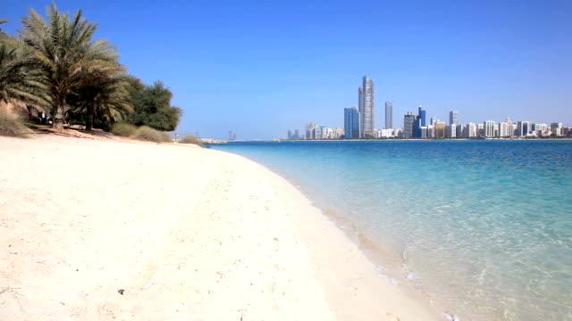 abu dhabi beach, uae - abu dhabi stok videoları ve detay görüntü çekimi