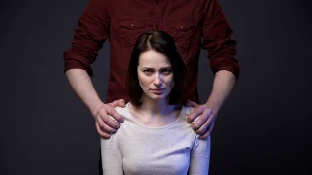 abuse to woman - violenza sulle donne video stock e b–roll