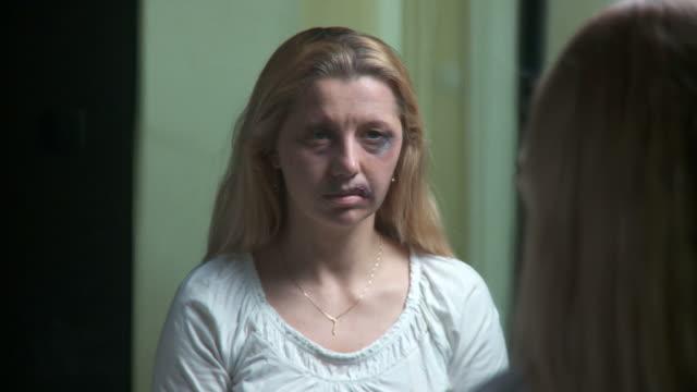 vídeos y material grabado en eventos de stock de apk abusos esposa en la desesperación - violencia doméstica