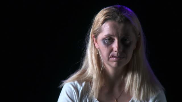 vídeos y material grabado en eventos de stock de apk abuso de esposa - ojo morado