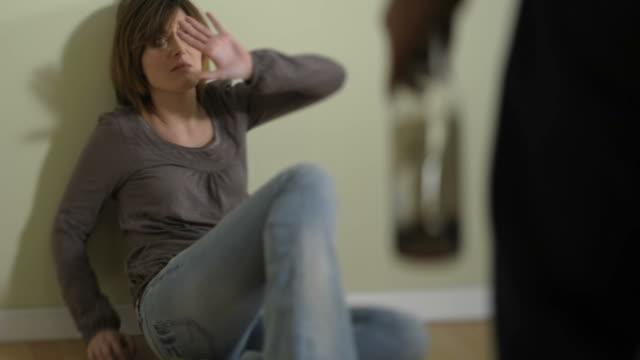 vídeos y material grabado en eventos de stock de abuso y la violencia; hd photo jpeg - violencia doméstica