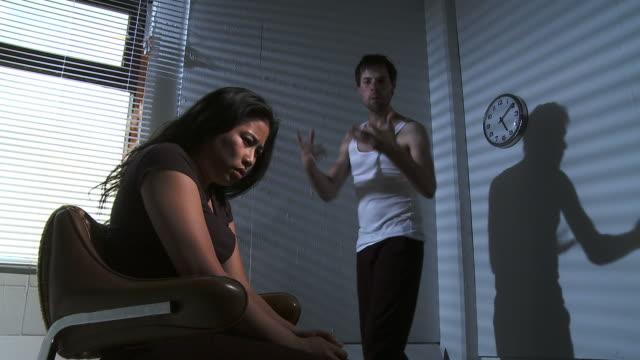 vídeos y material grabado en eventos de stock de hd: un uso abusivo de la relación - violencia doméstica