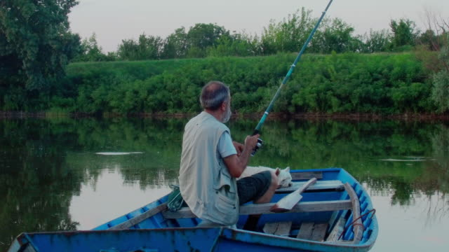 aktiv senior mannen - fiskebåt bildbanksvideor och videomaterial från bakom kulisserna