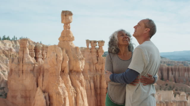 4K UHD: Active Seniors Holding Each Other on the Edge of Bryce Canyon video