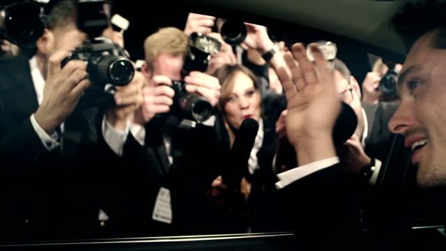 vídeos de stock, filmes e b-roll de ator com tapete vermelho - eventos de gala