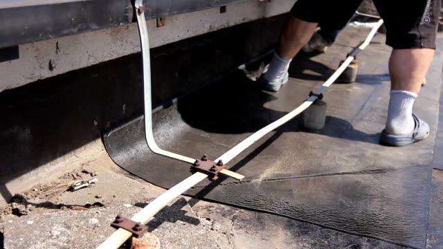 Adjust bituminous cover for roofing felt video