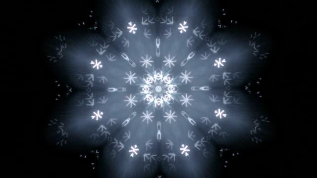 urocza kaleidoscopic wzór jak śniegu na ciemnym tle. - happy holidays filmów i materiałów b-roll